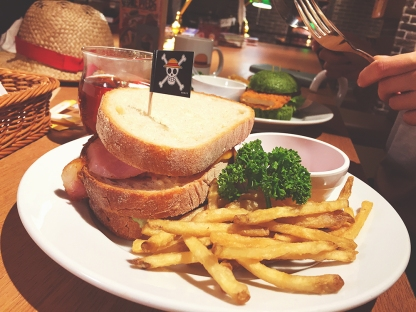 Luffy's gigantic ham sandwich!
